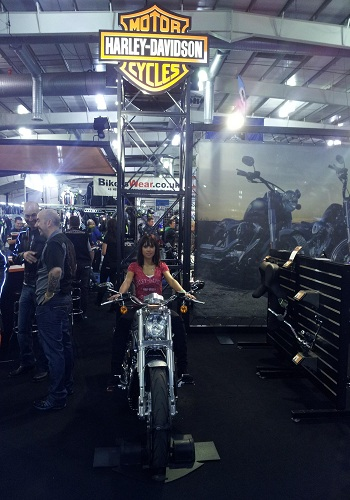 motorcycle-show-staff-motorcycle-show-models