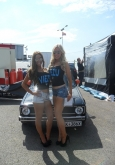 modified-car-show-models-sants-pod