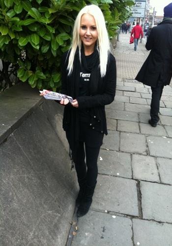 flyer-distributors-leafter-distriuting-models-promo-girls
